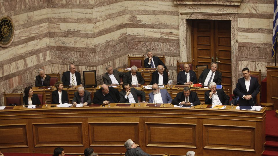 Τα social media πήγαν Βουλή: 13 παρεμβάσεις = 1 σκίτσο