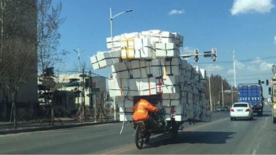 Και όμως αυτό το τρίκυκλο κυκλοφορεί στους δρόμους της Κίνας