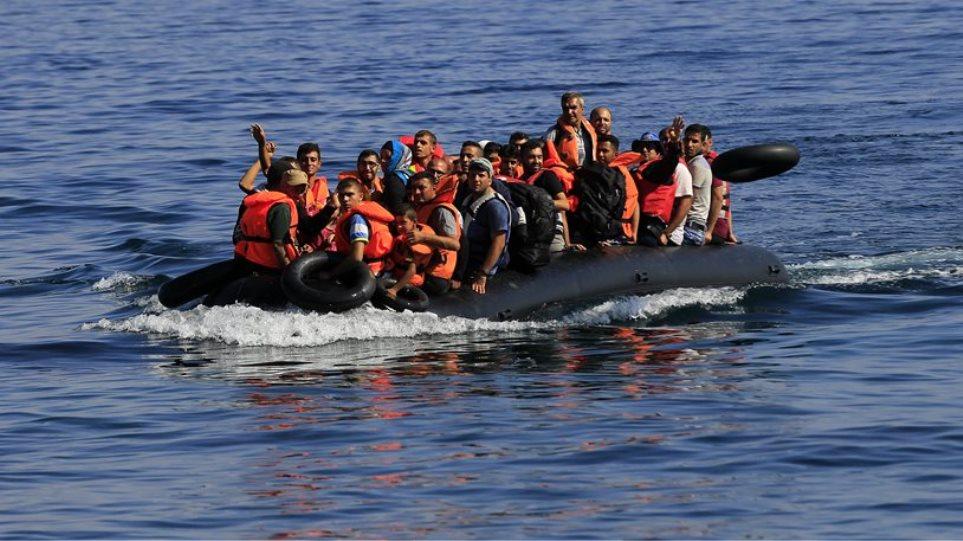 Πάνω από 500 πρόσφυγες φθάνουν καθημερινά στα νησιά