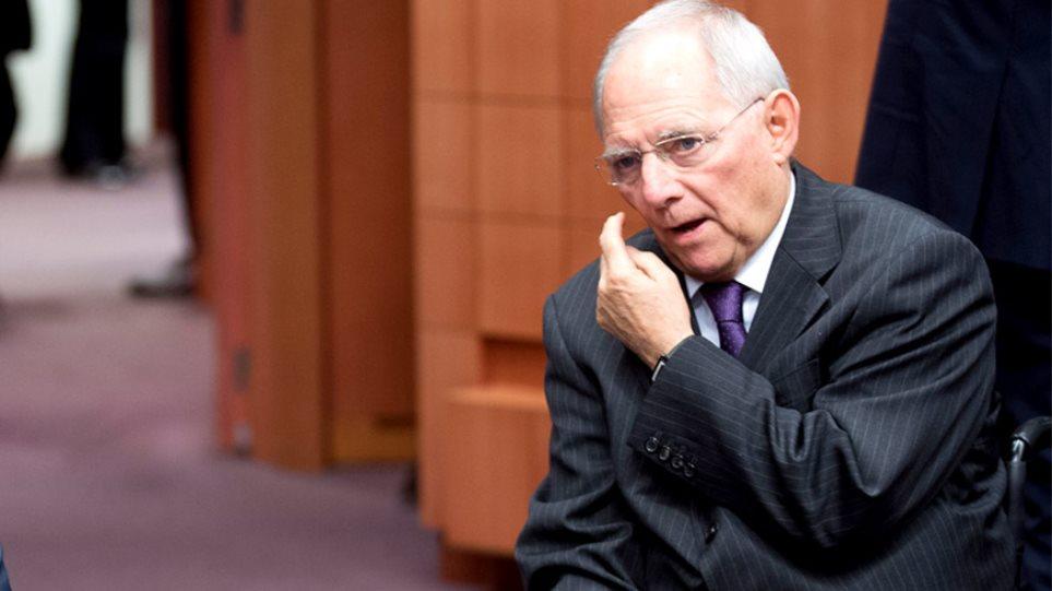 Το Spiegel εμπλέκει και τον Σόιμπλε στα «Panama Papers»