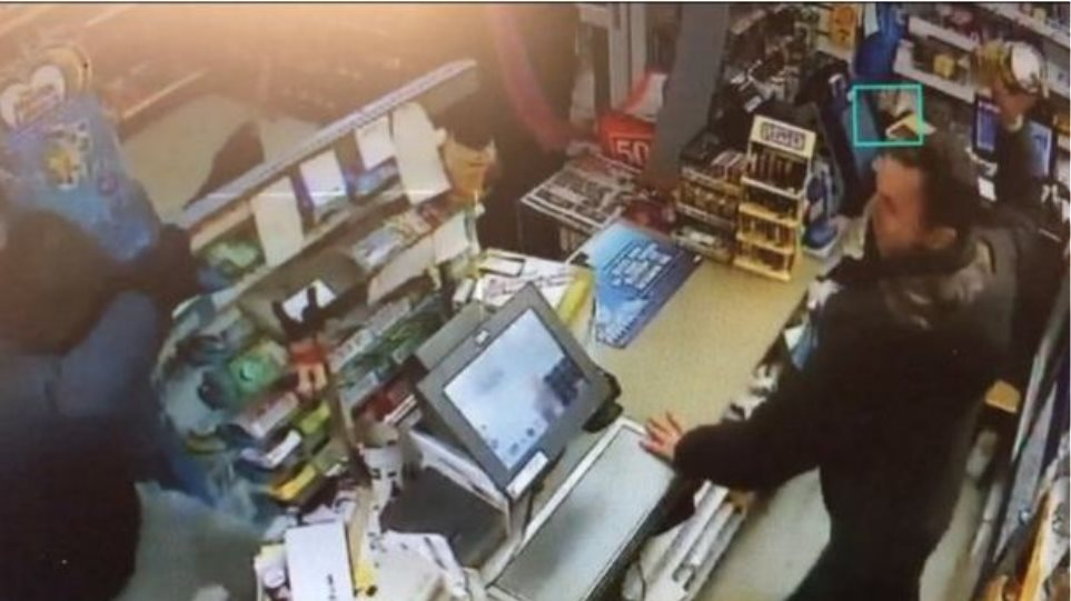 Απίστευτο βίντεο: Δείτε την ηρωική αντίσταση υπαλλήλου σε απόπειρα κλοπής