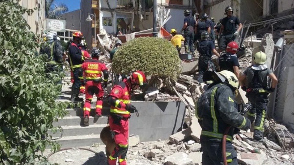 Βίντεο: Μία νεκρή και τέσσερις αγνοούμενοι έπειτα από κατάρρευση κτιρίου στην Τενερίφη