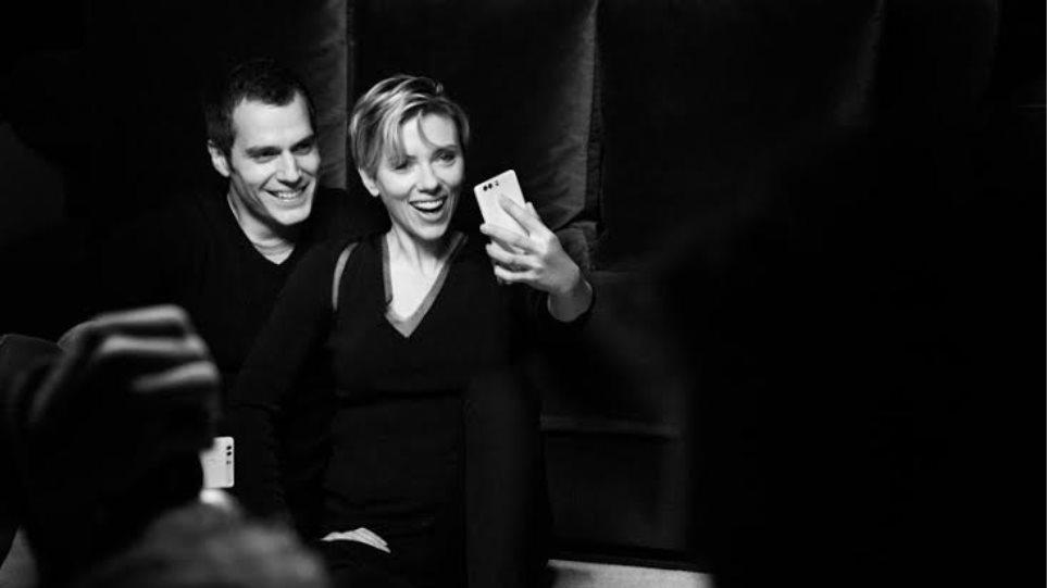 Η selfie της Σκάρλετ Γιόχανσον και του Σούπερμαν στον φακό του Μάριο Τεστίνο