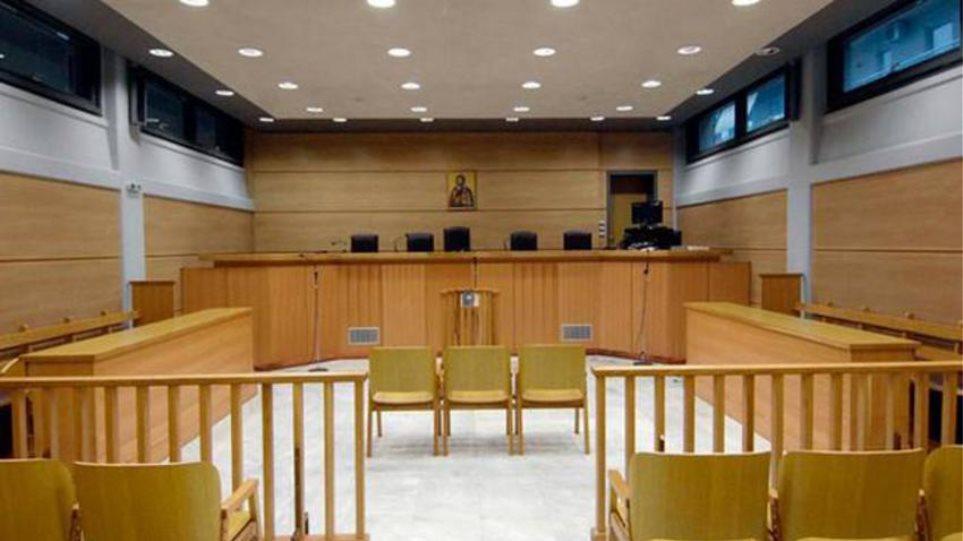 Συνεχίζουν την πανελλαδική αποχή οι δικηγόροι έως τις 25 Απριλίου