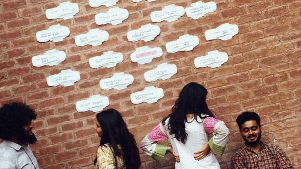 Πακιστάν: Φοιτήτριες κάλυψαν τους τοίχους πανεπιστημίου με σερβιέτες