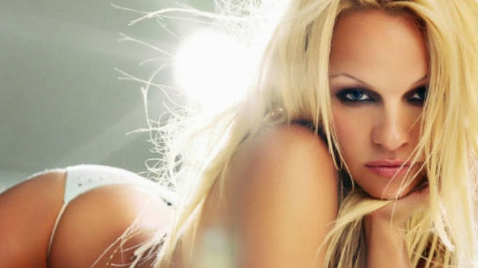 Pamela Anderson: Η σέξι πόζα των... γλουτών της στο Instagram