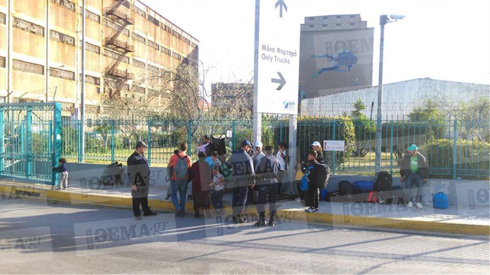 Με ειδικό έγγραφο από το Λιμενικό η είσοδος των μεταναστών στο λιμάνι του Πειραιά