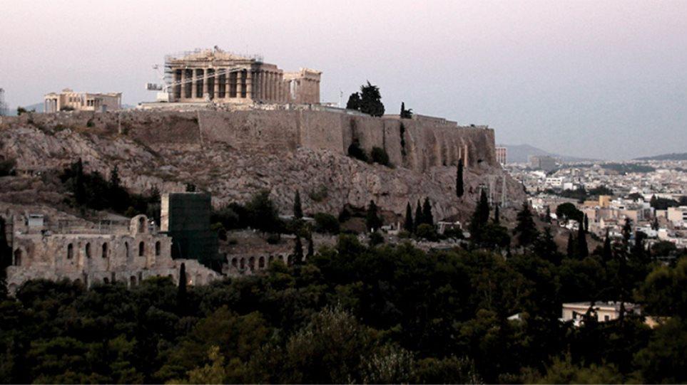 Liberation: Η Ελλάδα επιβιώνει γιατί οι Έλληνες πεθαίνουν από λιτότητα