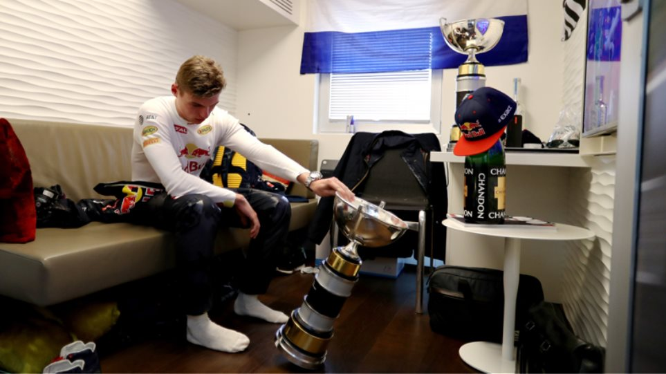 F1, Βρετανία: Ούτε κλατάρισμα δε τον σταματά! | mononews