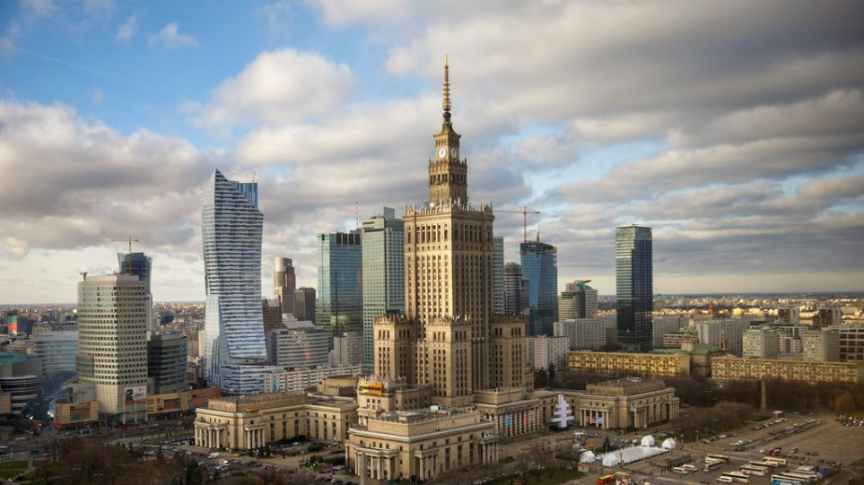 Πολωνία: Απαγορεύεται και η παραμικρή αναφορά στον κομμουνισμό σε δημόσιους χώρους!