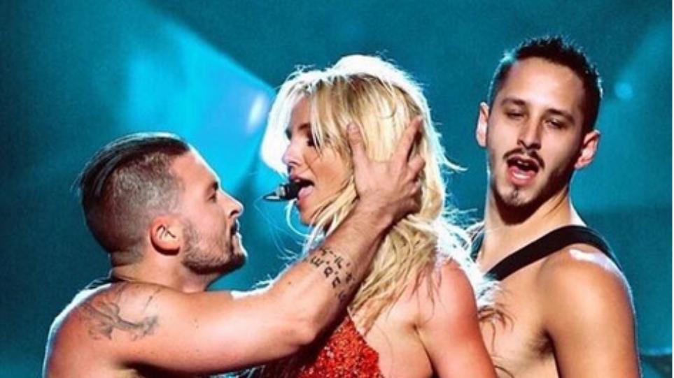 Με κόκκινα εσώρουχα η Britney Spears στα Billboard Music Awards