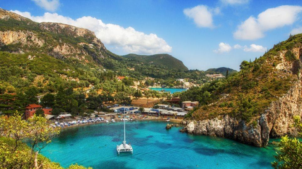 Ποια ελληνικά νησιά επιλέγουν φέτος οι ξένοι για τις καλοκαιρινές διακοπές τους