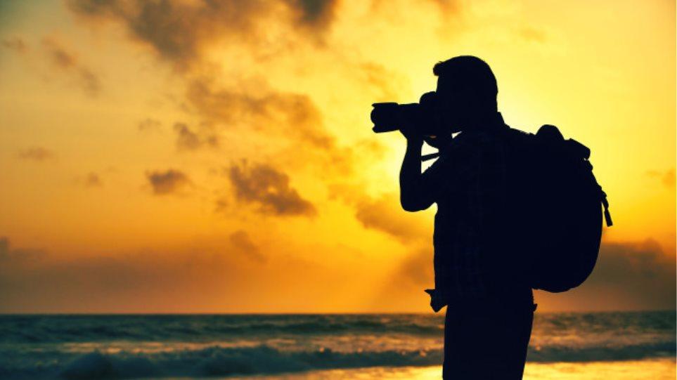 Οσοι τραβάνε συνεχώς φωτογραφίες είναι πιο χαρούμενοι, από εκείνους που τις αποφεύγουν
