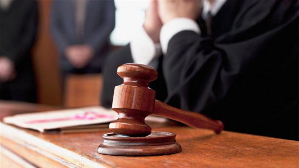 Θα γίνουν δικαστίνες χάριν στον καθηγητή της Νομικής;