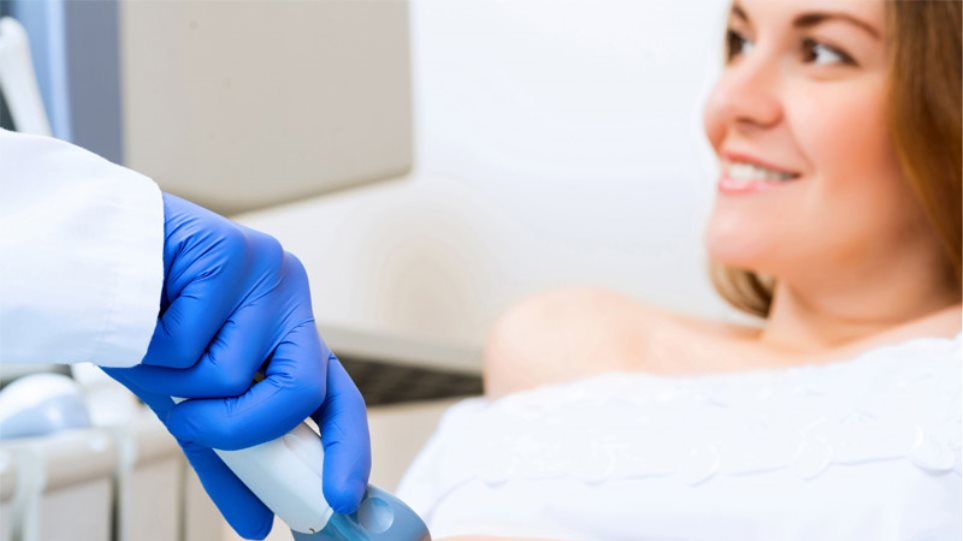 Εξωσωματική γονιμοποίηση: Tι ρόλο παίζει η ηλικία;