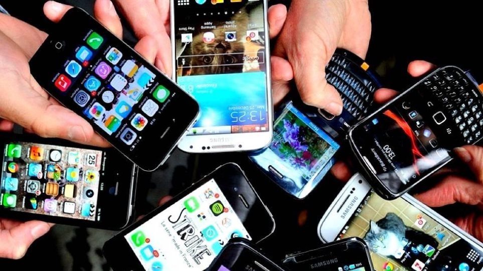 Οι κάτοχοι των κινητών τηλεφώνων παρακολουθούνται μέσω… της μπαταρίας!