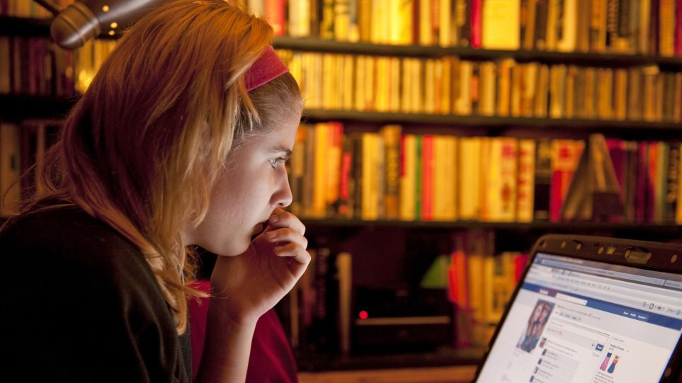 Νέα έρευνα: Οι γονείς δεν ξέρουν τι κάνουν τα παιδιά τους στο Διαδίκτυο