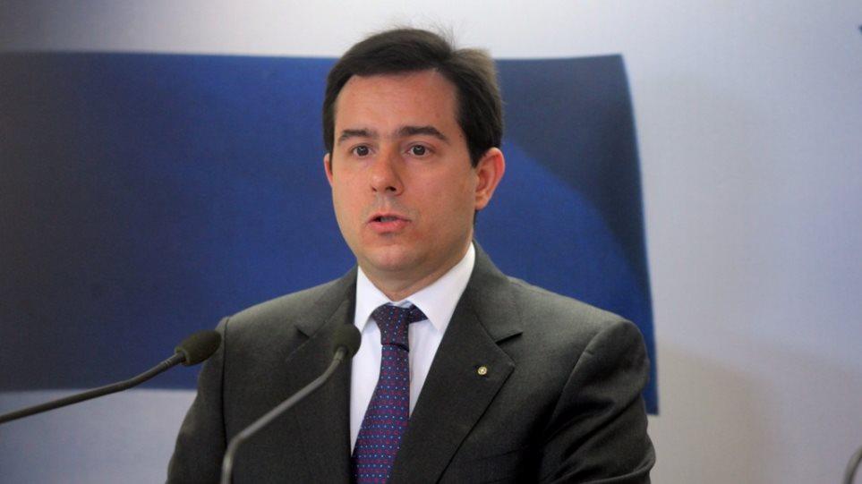 Μηταράκης: Αδιανόητη η λειτουργία τριών hotspots στη Χίο - Να παραιτηθεί ο Μουζάλας