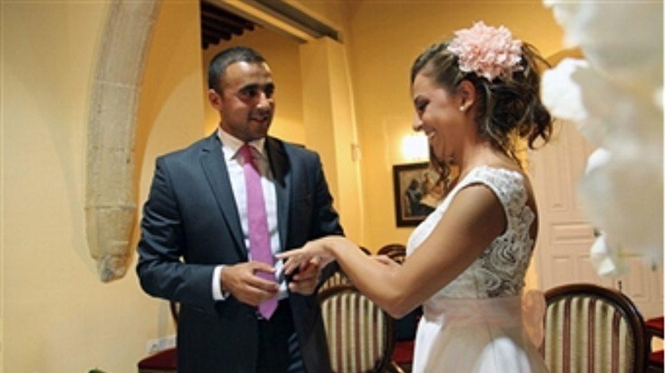 BBC: Η Κύπρος είναι το νησί της αγάπης και των «κρυφών» πολιτικών γάμων