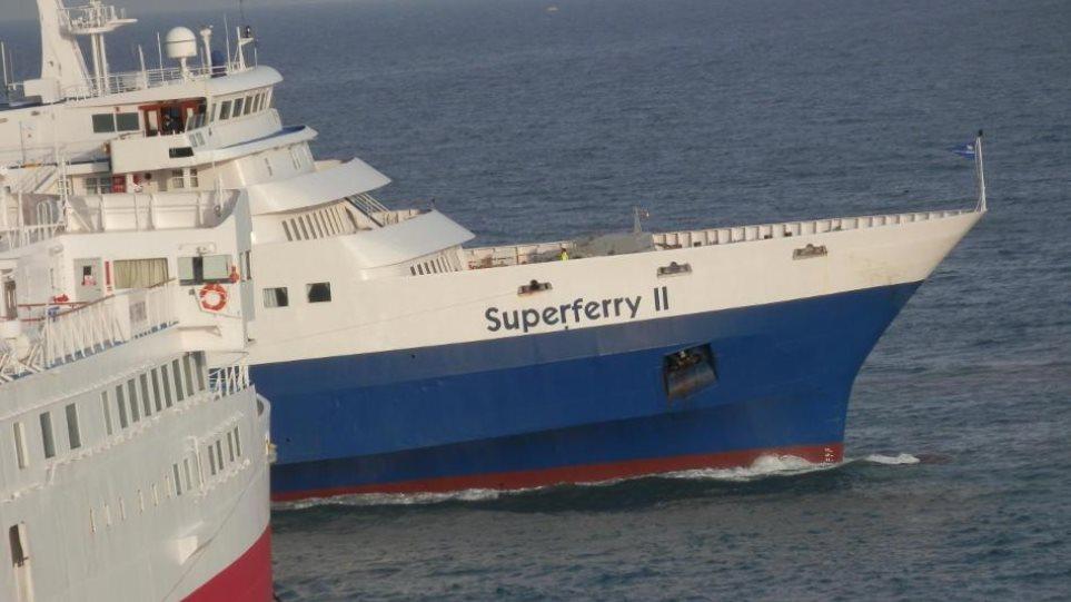 Πρόσκρουση του επιβατηγού Super Ferry II στο λιμάνι της Άνδρου