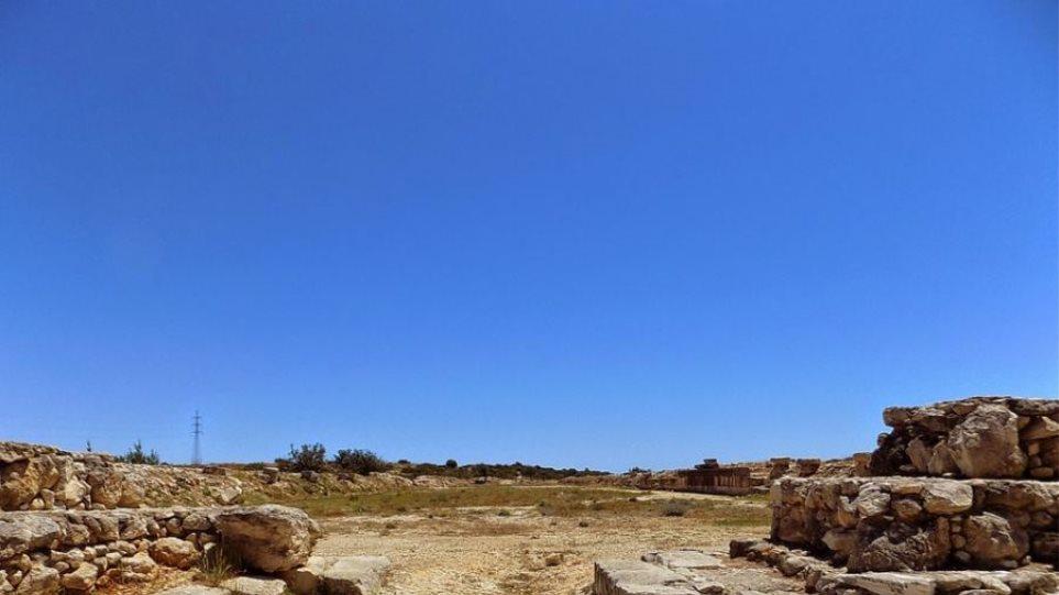 Κύπρος: Βρέθηκε το αρχαιότερο δείγμα γυάλινης φιάλης στον κόσμο