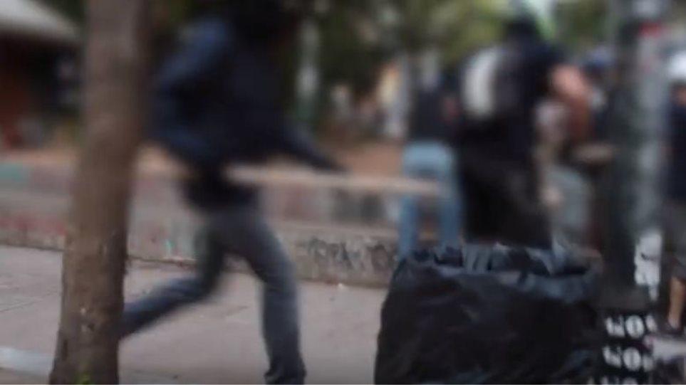 Βίντεο από Εξάρχεια: Αντιεξουσιαστές καταδιώκουν διακινητές ναρκωτικών