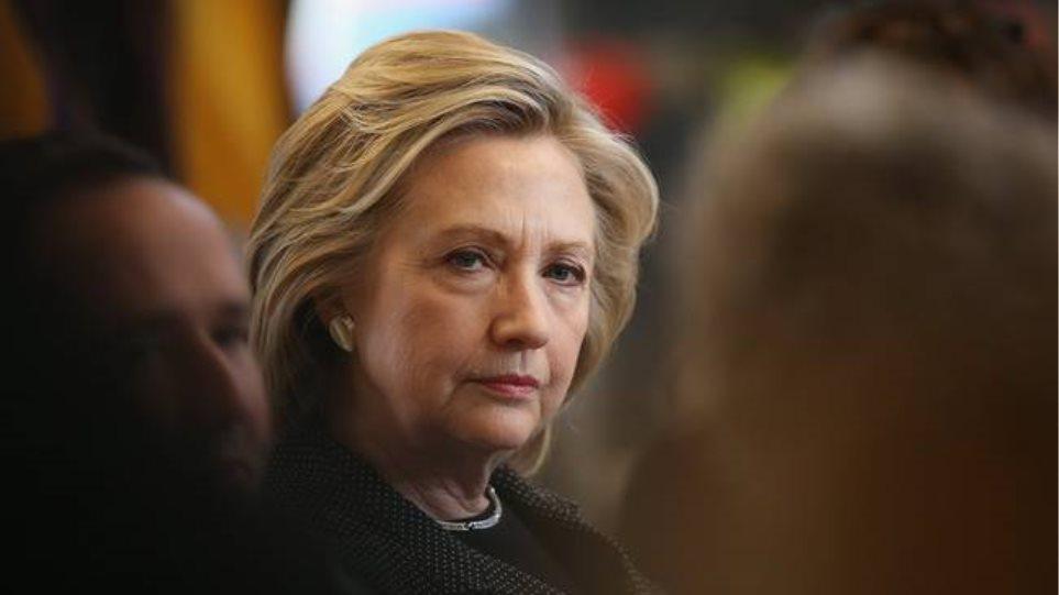 Χίλαρι Κλίντον: «Πυρετός» στο εκλογικό παρασκήνιο από την πνευμονία της