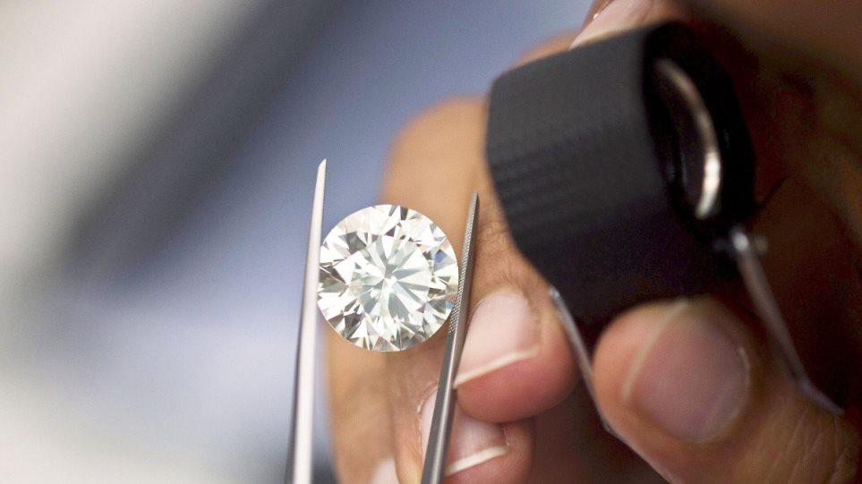 Θεσσαλονίκη: Αλλοδαποί αγόρασαν διαμάντι με πλαστά χαρτονομίσματα