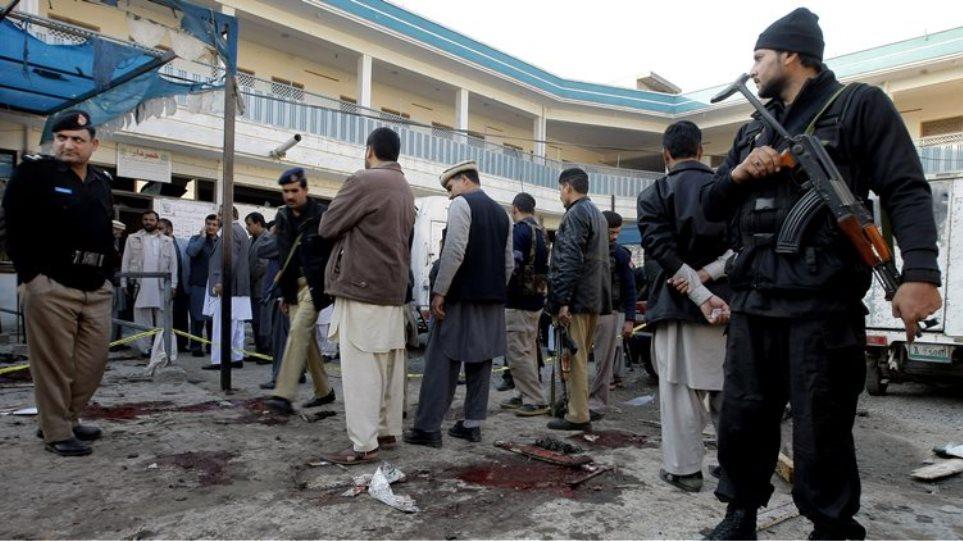Πακιστάν: Επίθεση αυτοκτονίας με οκτώ τραυματίες