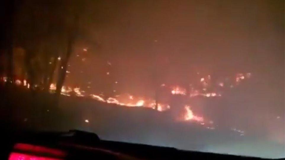 Βίντεο από τη Θάσο: Αυτοκίνητο περνά μέσα από την πύρινη λαίλαπα