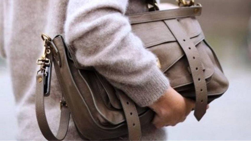 Καστανάς βρήκε τσάντα με 3.450 ευρώ και την παρέδωσε!