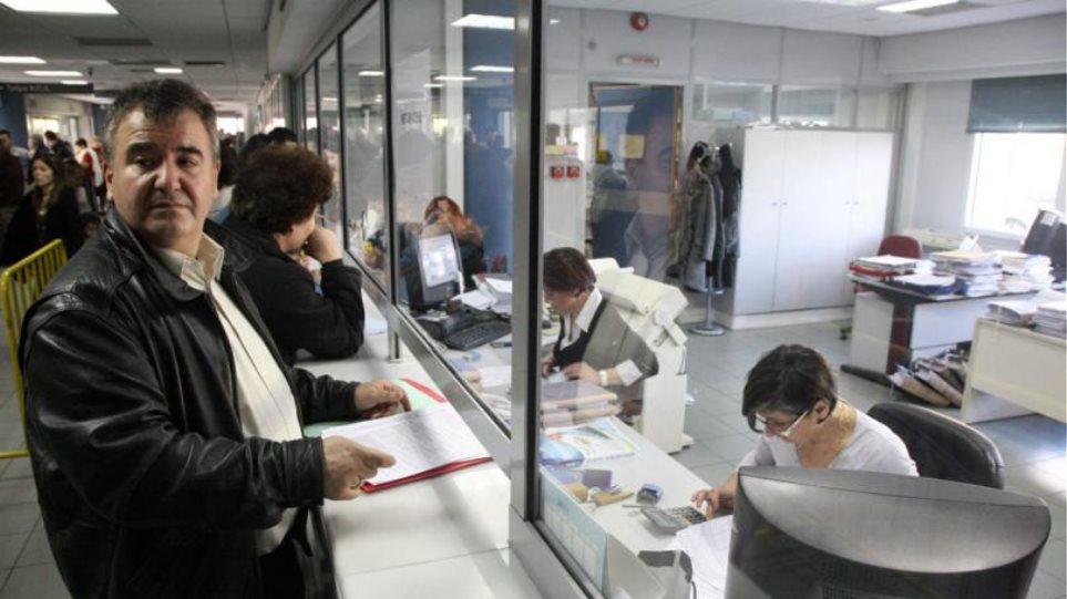 Έρχονται κατασχέσεις καταθέσεων για χρέη κάτω των 5.000 ευρώ