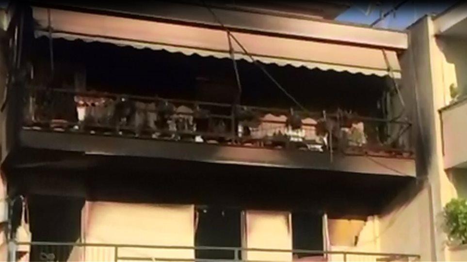 Τραγωδία στο Μενίδι: Νεκροί μητέρα και γιoς από φωτιά σε διαμέρισμα