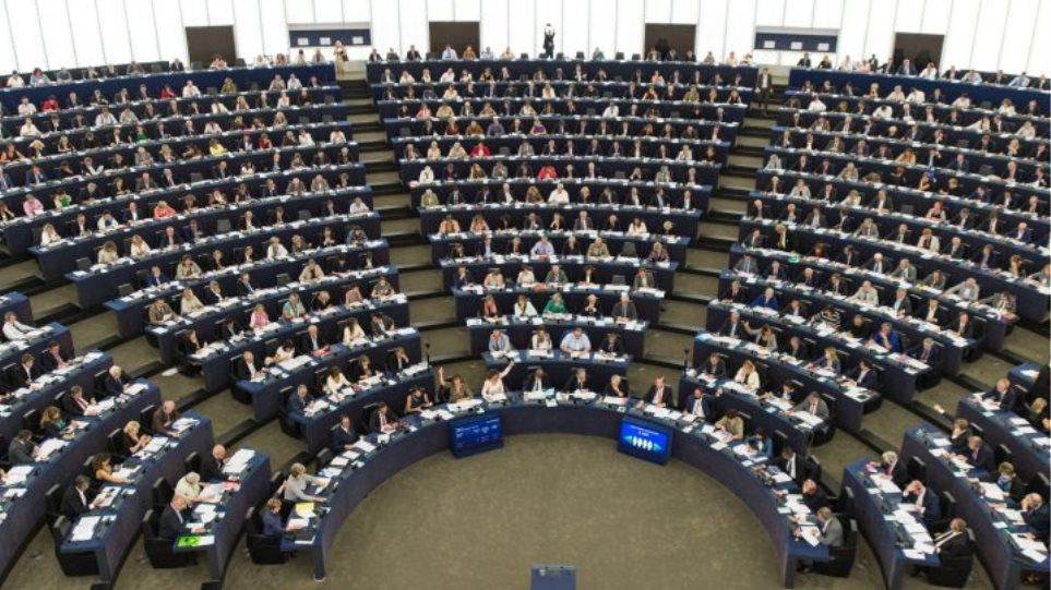 Ευρωκοινοβούλιο: Εγκρίθηκε νέο ταξιδιωτικό έγγραφο για πιο εύκολη επαναπροώθηση μεταναστών