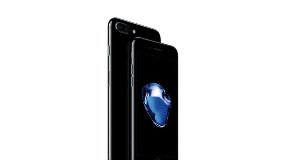 Το iPhone 7 εξαντλήθηκε πριν καν κυκλοφορήσει