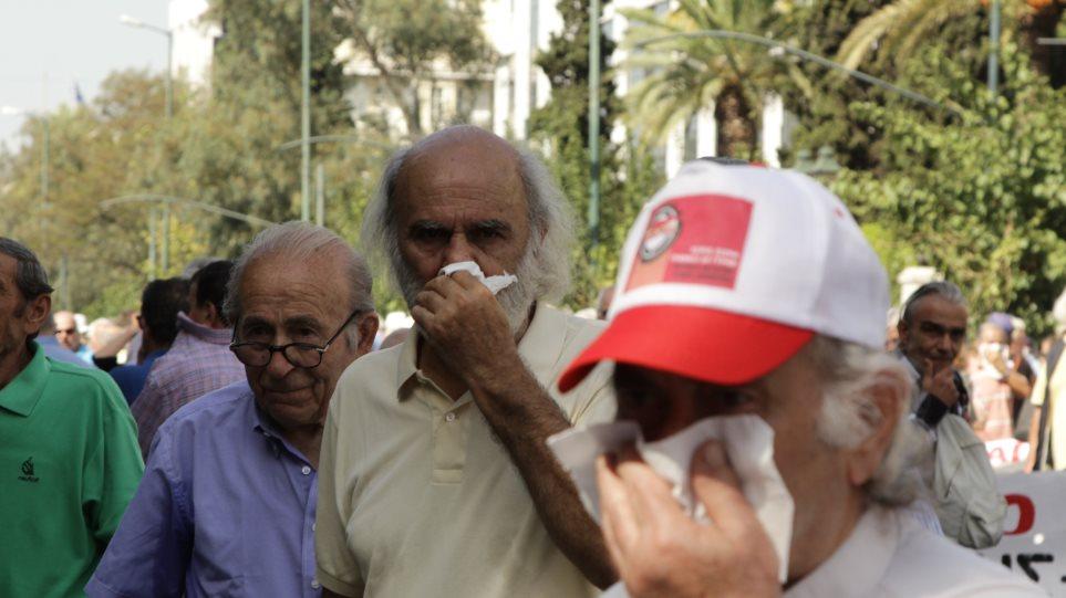 Νευρικός κλονισμός στην κυβέρνηση για τα δακρυγόνα στους συνταξιούχους