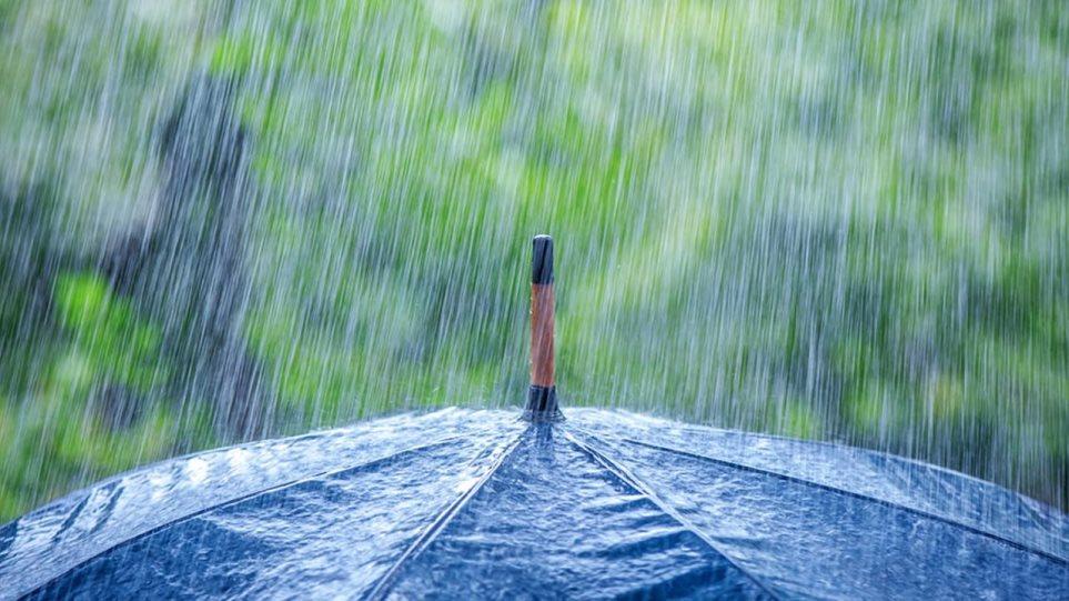 Συννεφιά και βροχές εν αναμονή του Rex Blocking που θα ρίξει απότομα τη θερμοκρασία