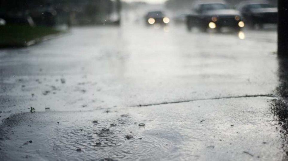 «Αγριεύει» ο καιρός με βροχές και κρύο