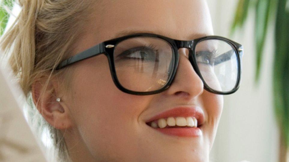 Όσοι φορούν γυαλιά έχουν υψηλότερο IQ από όσους έχουν τέλεια όραση