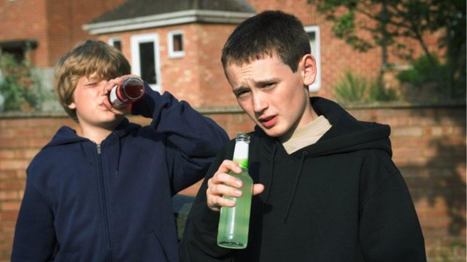 Παιδιά χωρίς ένα γονιό πιο επιρρεπή στο αλκοόλ ή το κάπνισμα