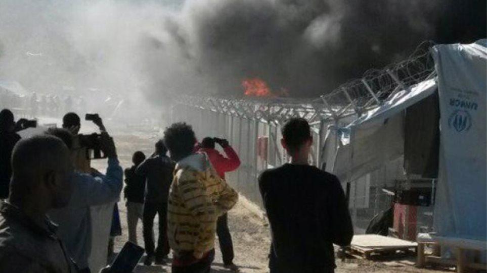 Εξέγερση μεταναστών στη Μόρια: Έβαλαν φωτιά στο hot spot