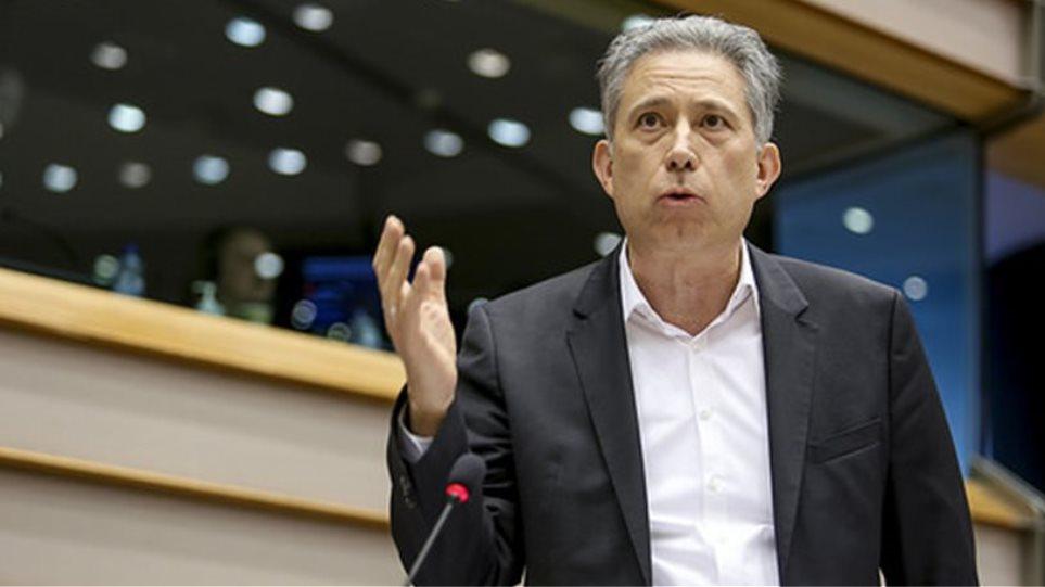 Κομισιόν: Ερώτηση Χρυσόγονου για τις πιέσεις στους Έλληνες της Χειμάρρας