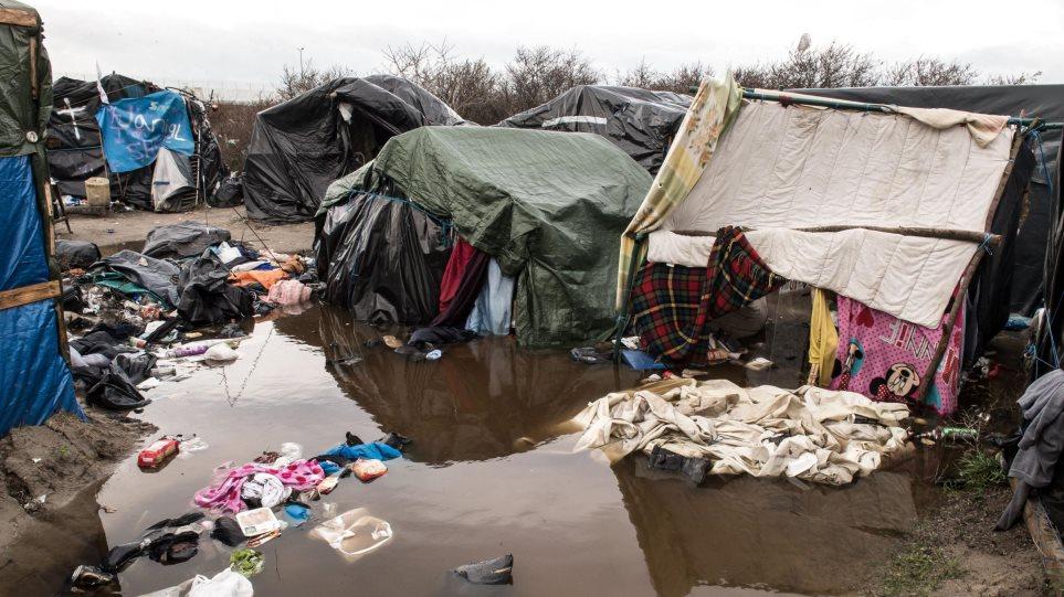 Εκκενώνεται το κέντρο ανήλικων προσφύγων στην πρώην «ζούγκλα» του Καλαί