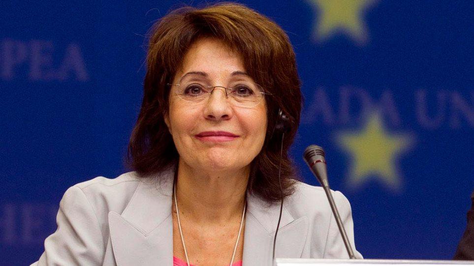 ΕΕ: Αποχώρησαν το 2014, αλλά πληρώνονται ακόμα η Δαμανάκη και άλλοι 15 Επίτροποι