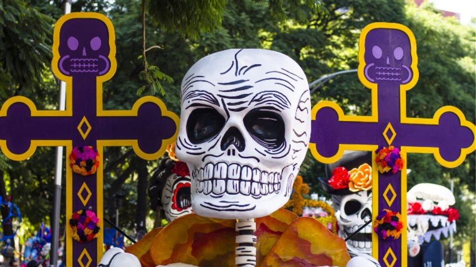 Βίντεο: Πιο εντυπωσιακή από ποτέ η παρέλαση για τη «Μέρα των Νεκρών» στο Μεξικό