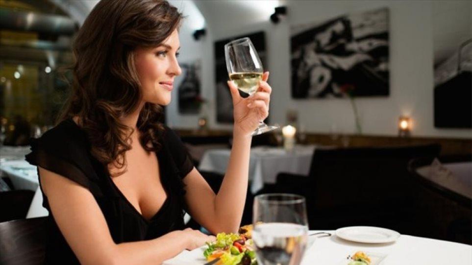 Πού και πώς επιλέγουν να φάνε οι Έλληνες
