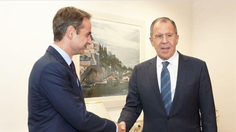 Συνάντηση Μητσοτάκη-Λαβρόφ: Στο επίκεντρο το Κυπριακό και οι προκλήσεις της Τουρκίας