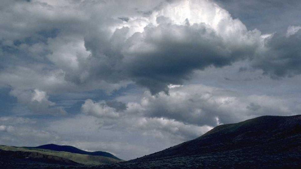 Καιρός: Νεφώσεις με καταιγίδες, αλλά και άνοδος της θερμοκρασίας
