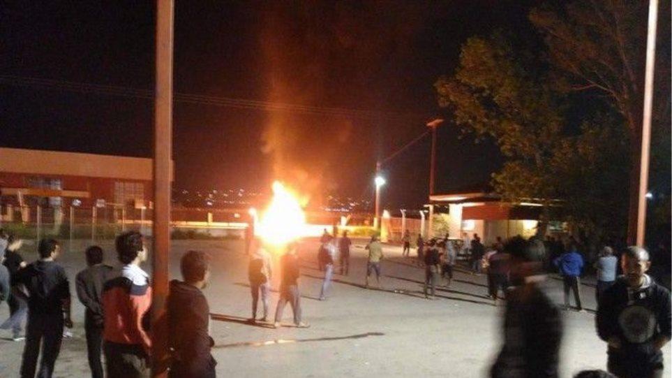 Ωραιόκαστρο: Σε εξέλιξη η έρευνα για τα αίτια της φωτιάς στο κέντρο προσφύγων