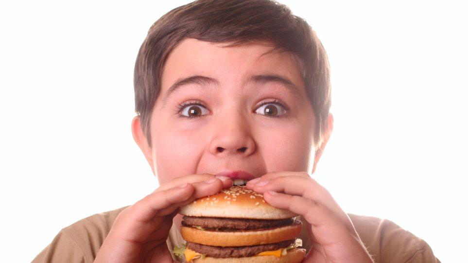 Βρεφικές λοιμώξεις, στέρηση ύπνου και...σχολικές διακοπές «γεννούν» παχύσαρκα τα παιδιά